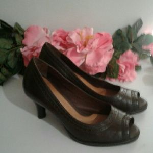 Nurture Brown leather pumps women's size 8 M